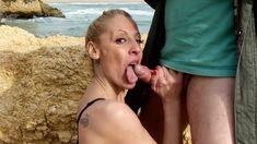 Elle suce sur la plage et pas que....