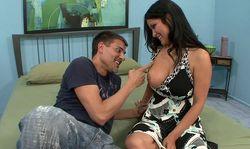 Femme celibataire ou presque sert de déjeuner à un queutard